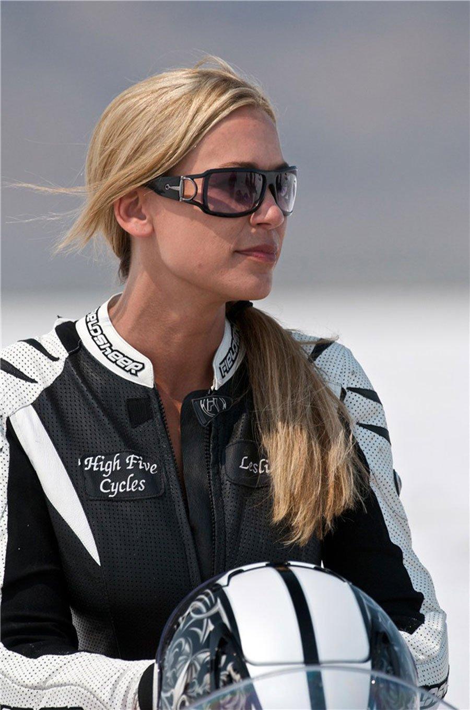La mujer más rápida del mundo en motocicleta