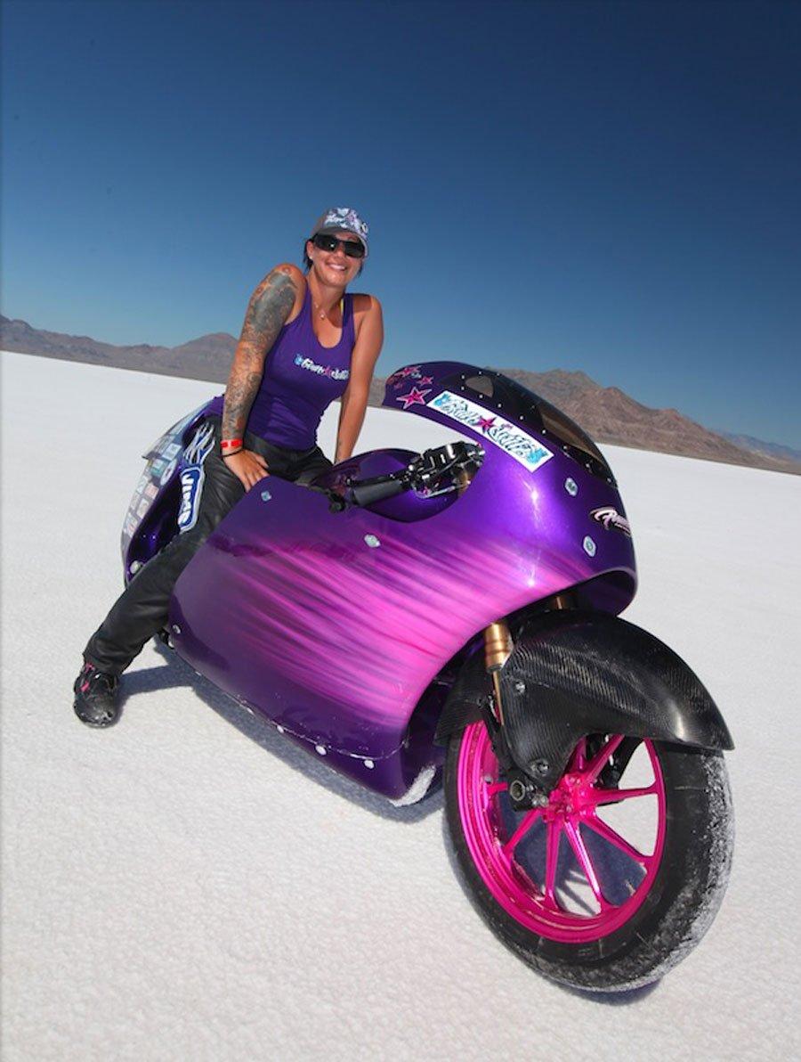 La mujer más rápida sobre una V-Twin