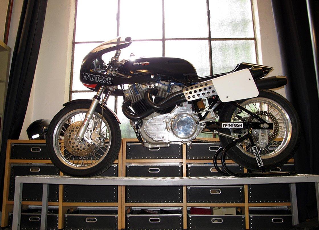 La XR1000 merece un sitio de honor cómo moto de competición