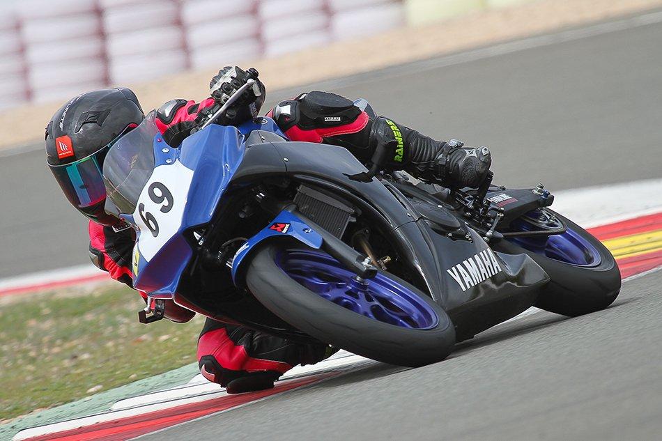 Yamaha R3 bLU cRU