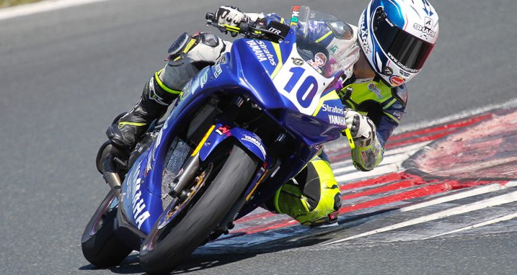 Yamaha R3 bLU cRU Challenge
