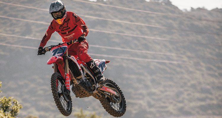 Los pilotos del equipo Repsol Honda vuelven a entrenar en moto
