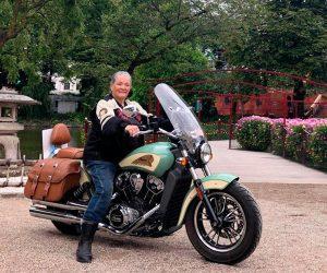 Aase Bonde, viaja por Dinamarca en su Indian Motorcycle para recaudar dinero para una aldea en Burkina Faso
