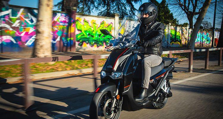 """SUPER SOCO CPx – el scooter """"rueda alta"""" eléctrico"""