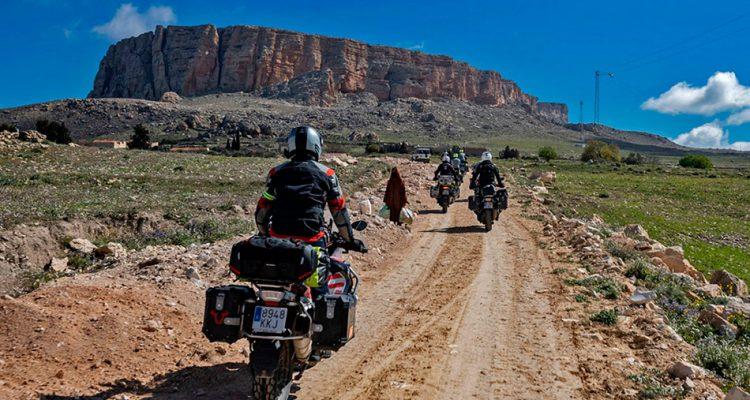 el arte de viajar en moto